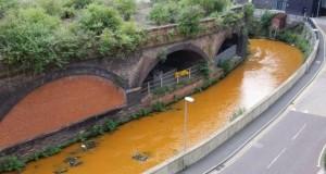 Râul portocaliu din Marea Britanie. Specialiștii nu au nicio explicație