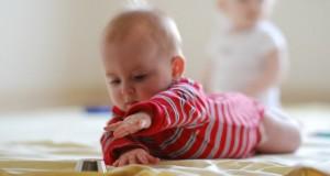 INCREDIBIL Bebeluş de nouă luni, bătut crunt, cu fractură la picior şi cu muşcături pe tot corpul
