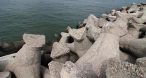 BREAKING NEWS: Incident șocant de Ziua Marinei. O fată de 14 ani a căzut în cap de pe un dig