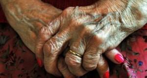 Asistentă, după gratii: abuzuri de neimaginat faţă de bătrâni. O victimă avea 101 ani!