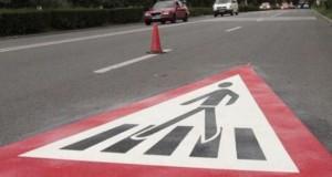 Accident grav în Târgu Jiu. O bătrână a fost spulberată de o maşină pe trecerea de pietoni