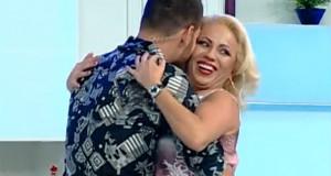 Se naste un nou cuplu in showbiz-ul nostru? S-au sarutat in direct la TV, in aceasta dimineata!