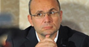 Cozmin Guşă: Traian Băsescu doreşte, de fapt, să fie înlocuitorul lui Vadim în politica românească