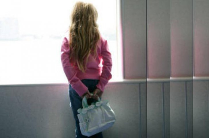O mamă din Marea Britanie a aflat îngrozită că fiica ei de 13 ani plănuia să facă un film pentru adulţi după ce a citit o carte