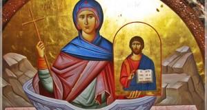 Imagini de la Sfânta Parascheva. Mii de pelerini s-au rugat la moaşte. Acum participă la o liturghie