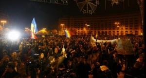 """BREAKING NEWS: Proteste masive în România. 70.000 de oameni, în stradă: """"Nu doar Guvernul, jos tot Sistemul"""" LIVE"""