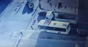 Clipe de spaimă într-o intersecţie din Lugoj. Şoferul unui autobuz a leşinat la volan