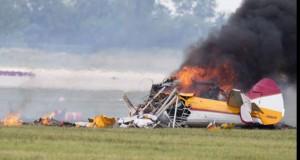 Avion de mici dimensiuni, în flăcări după ce s-a prăbușit. Nu există supraviețuitori