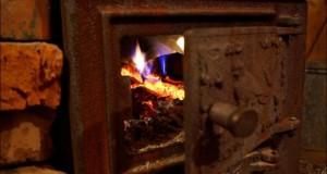 A făcut focul pentru ca ea şi copiii ei să se încălzească. Peste câteva ore, au ajuns toţi la spital