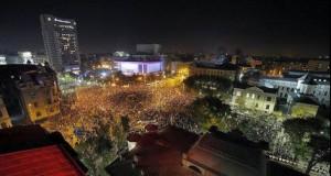 """BREAKING NEWS: Proteste masive în România. 70.000 de oameni, în stradă: """"Nu doar Guvernul, jos tot Sistemul"""""""