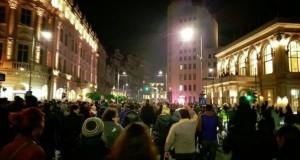 Andreea Esca, la protest. S-a oprit în mijlocul mulţimii şi a început să facă asta