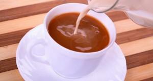 Laptele crud amestecat cu ceai – efect uimitor asupra organismului