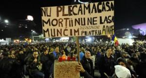 A cincea seară de proteste: aproximativ 1.500 de persoane se află în Piaţa Universităţii