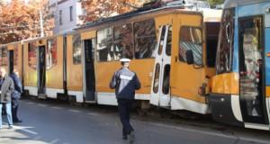 Două tramvaie s-au ciocnit. 14 persoane fost rănite uşor