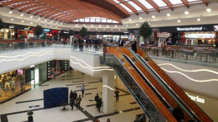 Cum Arat Primul Mall Cu P Rtie De Schi Din Rom Nia