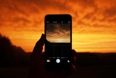 Tot mai mulţi români îşi schimbă furnizorul de telefonie. Media portărilor a crescut la peste 73.000/lună