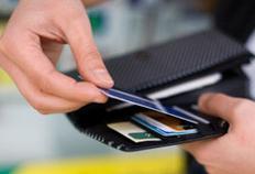Jumătate dintre românii cu card retrag 90% din salariu la bancomat, pentru a face plăţi în numerar