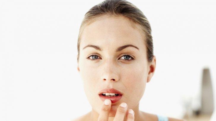 Ce se întâmplă dacă te dai cu apă oxigenată pe buze. Este cel mai eficient tratamente pentru...