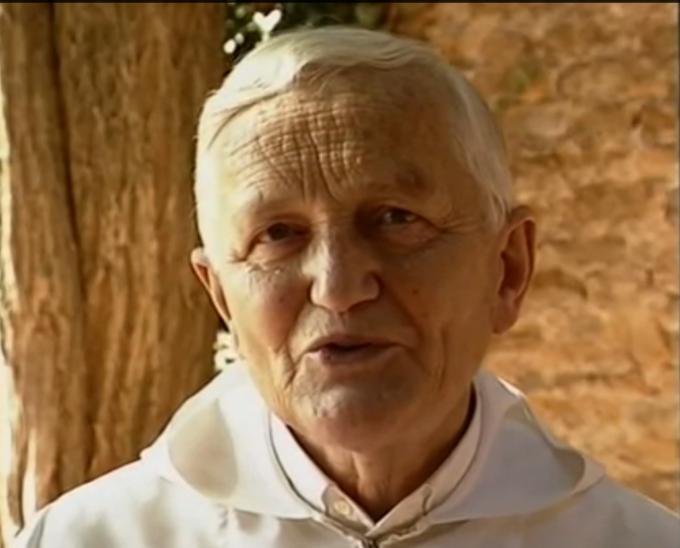Preotul Roger a fost omorât cu trei lovituri de cuţit