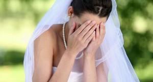Mireasa i-a garantat că e virgină.În noaptea nunţii mirele a descoperit ceva ŞOC.A luat un bici şi..