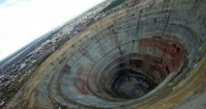 Ruşii au săpat cea mai adâncă gaură în pământ: 12 km. Șoc ce au găsit.Îi aştepta de 2,5 miliarde ani