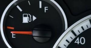 Cât mai puteți șofa după ce s-a aprins beculețul de combustibil? Top mașini
