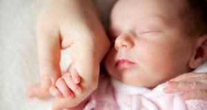 Caz HALUCINANT în Craiova – nou născut externat SINGUR din maternitate. Mama, oprită în spital