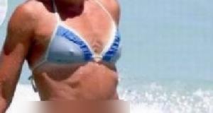 Cum a apărut această blondă în apă la mare. Toţi o arătau cu degetul. Oamenii se uitau MIRAŢI