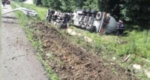 BREAKING NEWS: A3, Bucureşti – Ploieşti, ÎNCHISĂ. O cisternă încărcată cu motorină şi benzină, răsturnată