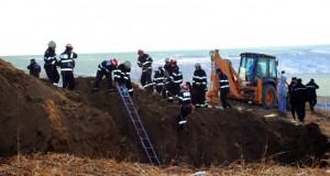 Accident teribil la Vâlcea: victimă prinsă sub un val de pământ nu prezintă semne vitale