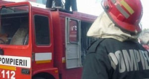 Două mașini au ars în parcarea Judecătoriei. Un alt treilea autoturism a fost afectat, la Vaslui