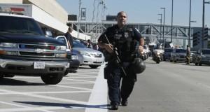 Un aeroport din Michigan a fost evacuat! Un poliţist a fost atacat cu un cuţit