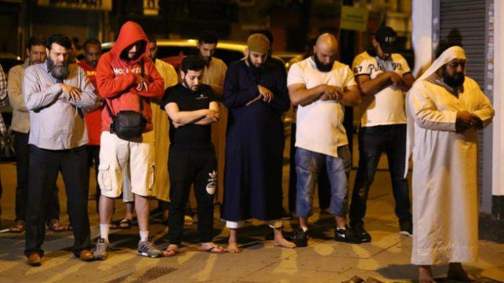 Musulmanii, vizați de atacul de noaptea trecută