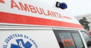 Un șofer de TIR a fost găsit mort în curtea unui supermarket