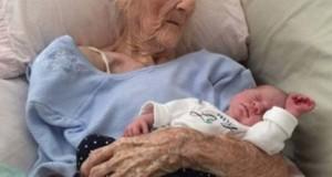 Adevărul despre această poză care a făcut înconjurul lumii. A născut această femeie la 101 de ani?