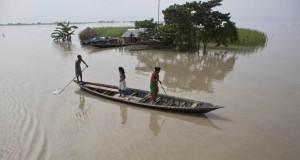 TRAGEDIE. Cel puțin 91 de oameni au murit în India în urma inundațiilor devastatoare