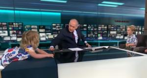O fetiță de doi ani a provocat haos într-o emisiune TV! Cum a reacționat moderatorul