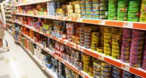 A vrut să cumpere un pateu dintr-un supermarket. S-a uitat pe etichetă şi a înlemnit. Nu se poate!