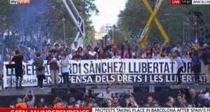 Proteste AMPLE la Barcelona, după ce Madridul a decis suspendarea independenţei Cataloniei