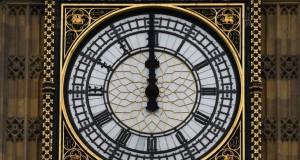 Big Ben rupe tăcerea, sporadic și cu erori