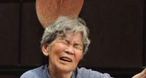 Cea mai amuzantă bunică din lume. Râzi în hohote când vezi ce poze își face