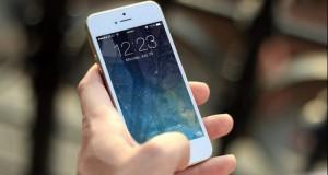 Ce se întâmplă dacă folosești gumă de șters pe ecranul telefonului mobil