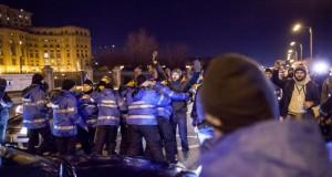 VIDEO: Momentul în care deputatul PSD intră cu maşina în protestari pe trecerea de pietoni