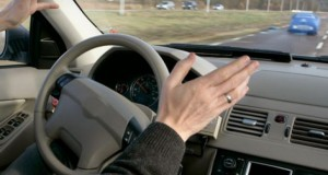 VIDEO. Surpriză de proporții pentru un șofer. S-a întâmplat când a încercat să vireze la dreapta