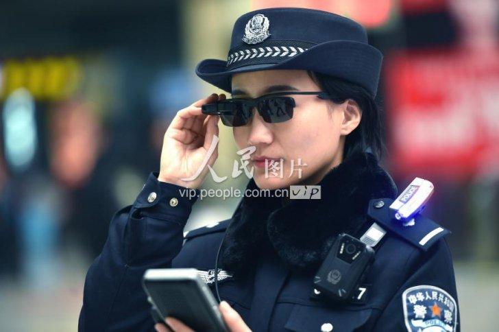 Ochelarii care permit recunoașterea facială, în dotarea poliției din China