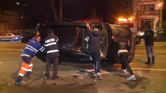 Accident în Capitală provocat din cauza alcoolului! La volan s-ar fi aflat şoferul directorului Poliţiei Comunitare Sector 3