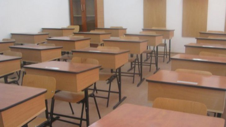 Anchetă la şcoală: un părinte s-a plâns că a fost forţat să dea bani pe invitaţia la un bal caritabil
