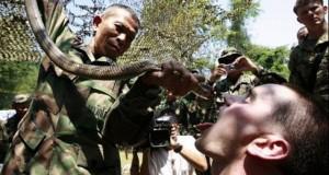 Ritualul bizar al militarilor din SUA şi Thailanda, la finalul unui exerciţiu militar în Asia