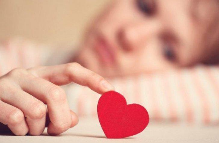 3 zodii care își ratează iubirea pentru că aleargă după interese