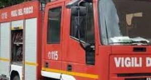Un italian a dat foc unei case unde locuiau șase români dintre care doi copii